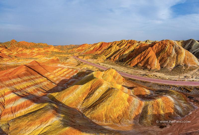 Геологический парк Данься: разноцветные холмы в Китае / Travel.ru ... | 543x800