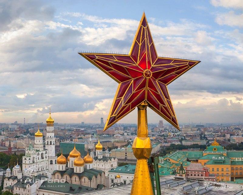 У звезды на Троицкой башне