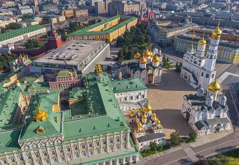 Вид на Соборную площадь Московского Кремля